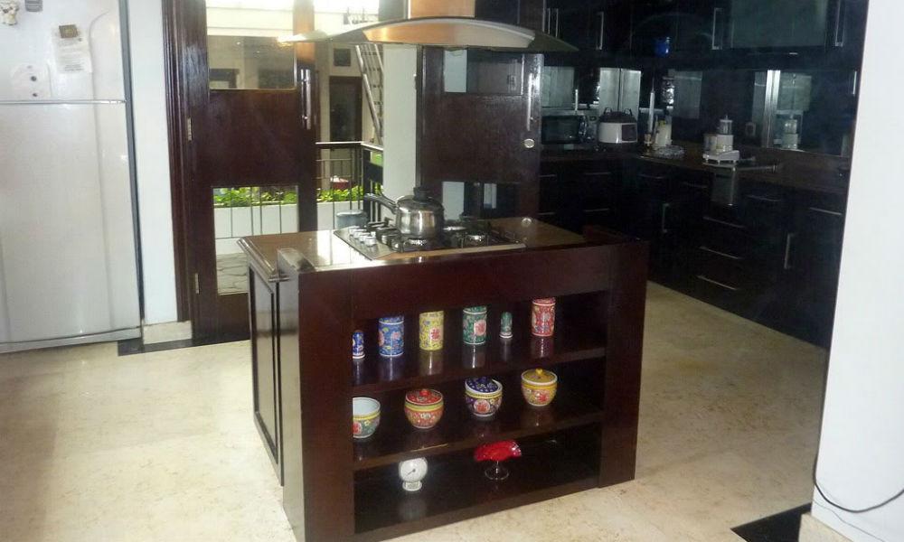 dapur rumah di kebayoran baru